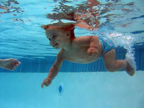 Когда можно начинать водить ребенка в бассейн