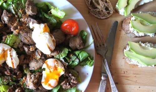 Рецепты тёплого салата с куриной печенью, секреты