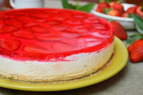 Торт без выпечки Клубнично