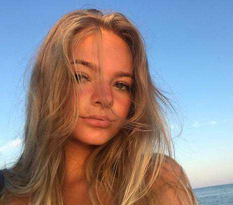 Лиза Пескова комментирует дочь Татьяны Навки