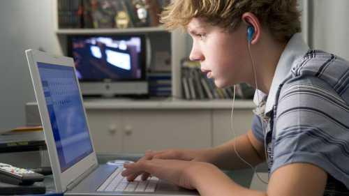 Почему нельзя публиковать детские фото в интернете