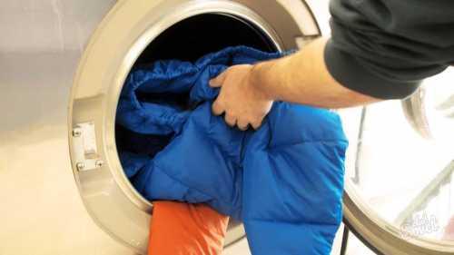 Ее суть в методичном механическом воздействии на ткань, что позволяет счистить засохшую грязь с ее поверхности