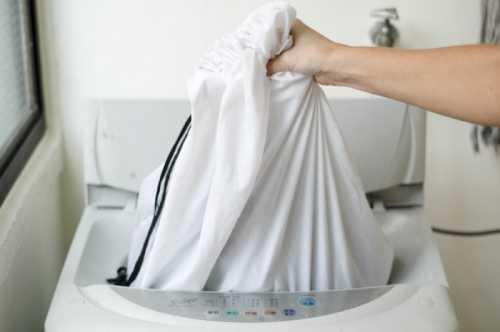 В процессе сушки пальто необходимо расправлять каждые часа, с тем, чтобы не появились складки и замятины