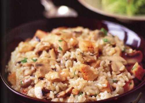 Важно не забывать пока готовите рис не давайте остыть грибам, держите их в тепле